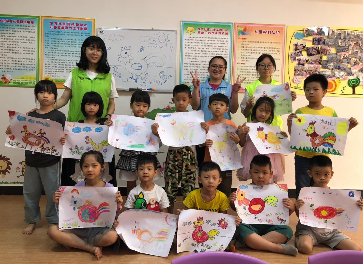 东方社综夏令营小班绘画活动-《快乐的小鸡》
