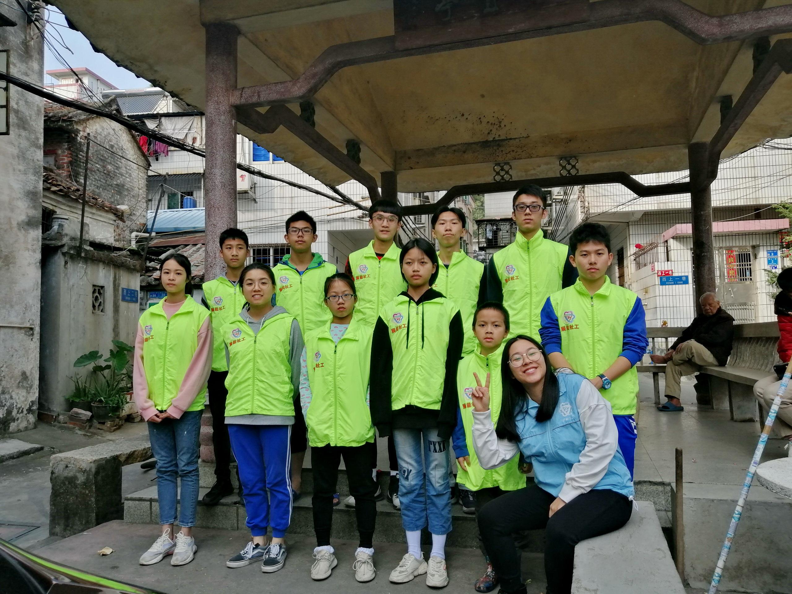 雏鹰小帮手的东方社区春节洁净助力行动